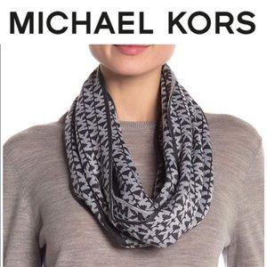 Michael kors scarf💎